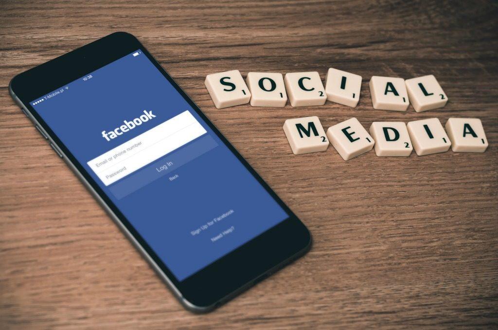 social media -dua-para